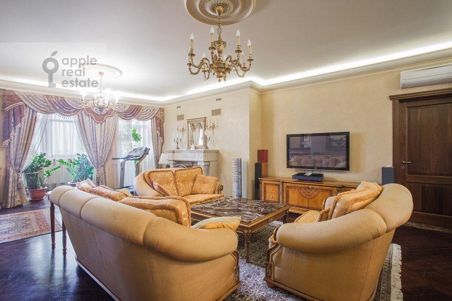 Living room of the 6-room apartment at Akademika Pilyugina 24k1