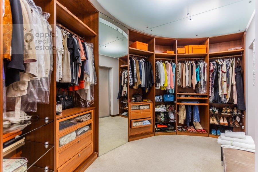 Walk-in closet / Laundry room / Storage room of the 5-room apartment at Plyushiikha ul. 22