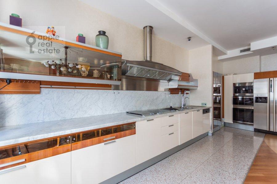 Кухня в 5-комнатной квартире по адресу Плющиха ул. 22