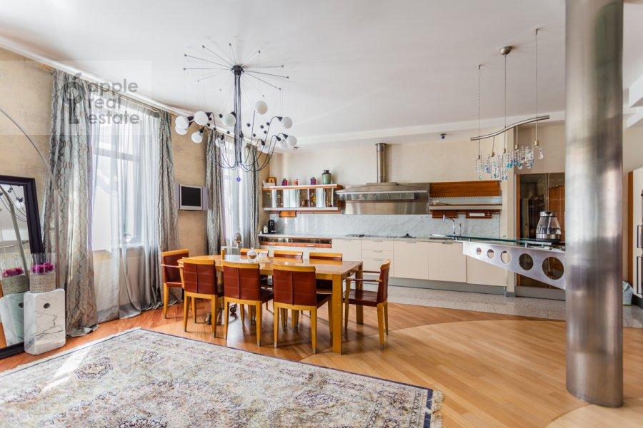 Kitchen of the 5-room apartment at Plyushiikha ul. 22