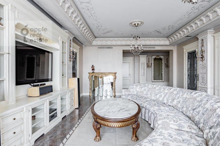Гостиная в 4-комнатной квартире по адресу Мичуринский пр-т 6к3