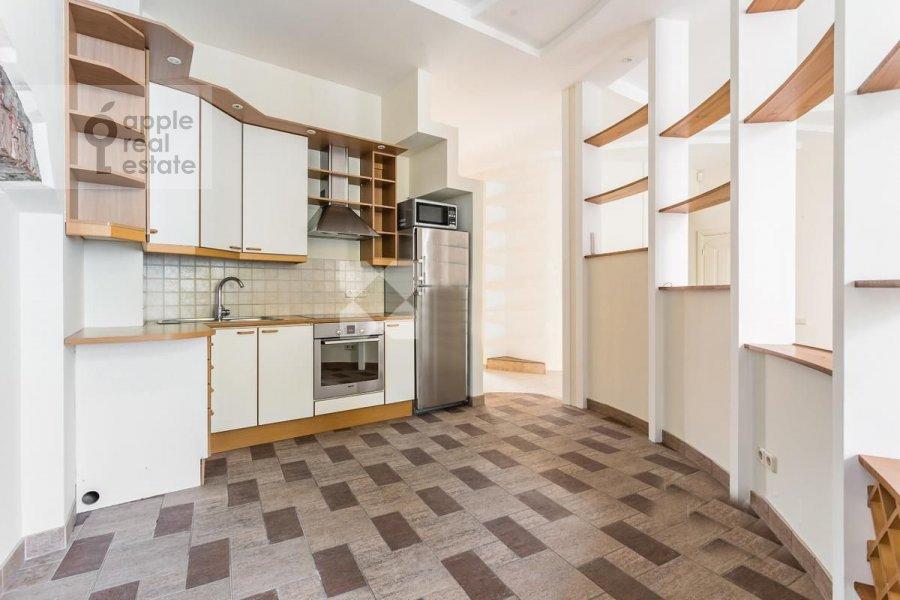 Living room of the 4-room apartment at Spiridonovka 36s1