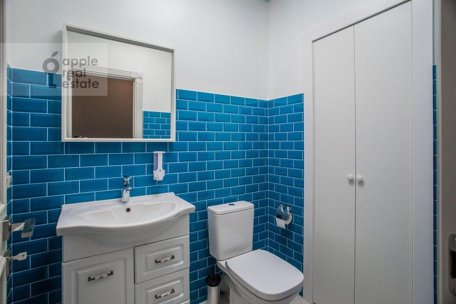Bathroom of the 3-room apartment at Bol'shaya Sadovaya 5k1