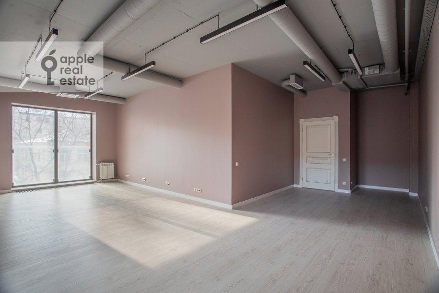 Living room of the 3-room apartment at Bol'shaya Sadovaya 5k1