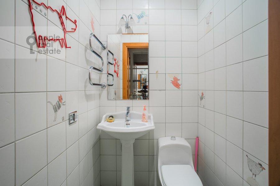 Санузел в 6-комнатной квартире по адресу Мичуринский пр-кт 29