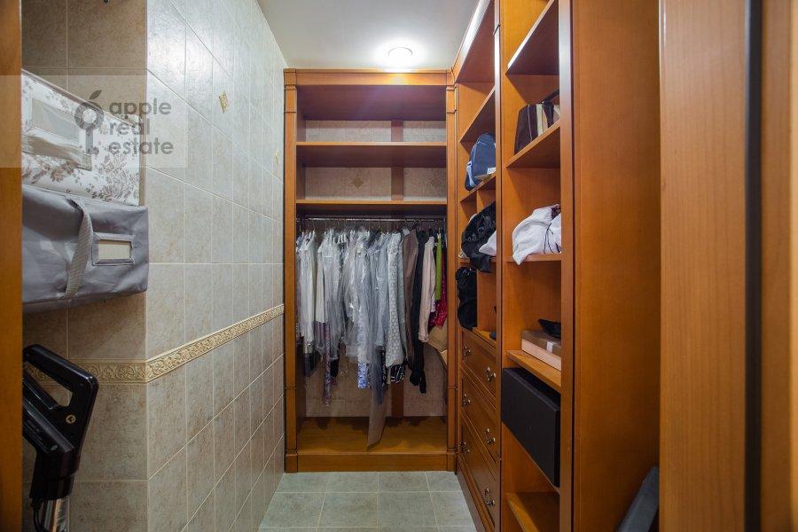 Гардеробная комната / Постирочная комната / Кладовая комната в 6-комнатной квартире по адресу Мичуринский пр-кт 29