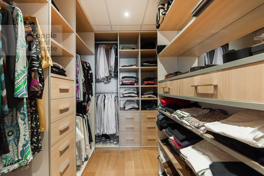 Walk-in closet / Laundry room / Storage room of the 4-room apartment at Mosfil'movskaya ulitsa 70k3