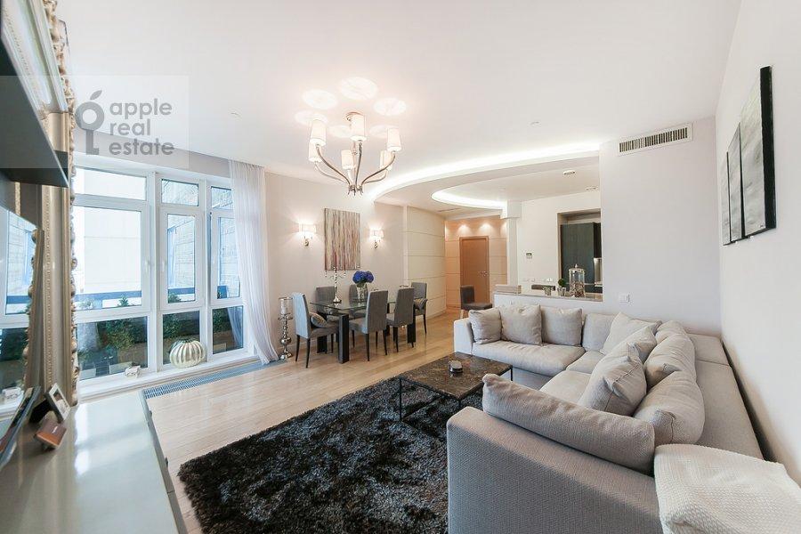 Living room of the 4-room apartment at Mosfil'movskaya ulitsa 70k3