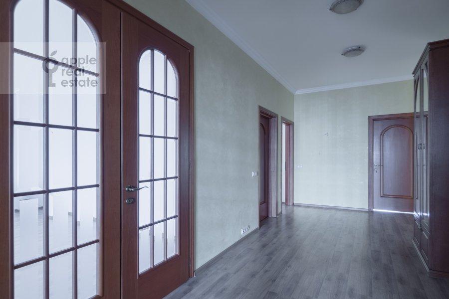 Коридор в 4-комнатной квартире по адресу Архитектора Власова ул. 20