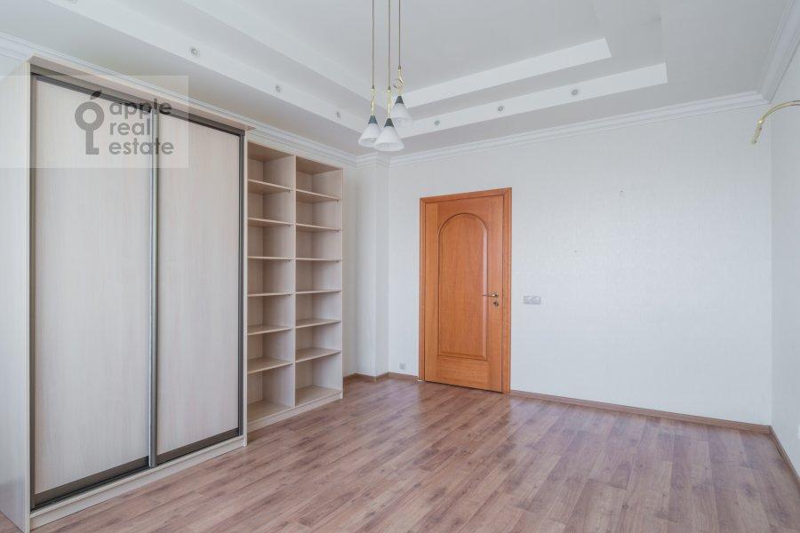 Спальня в 4-комнатной квартире по адресу Архитектора Власова ул. 20