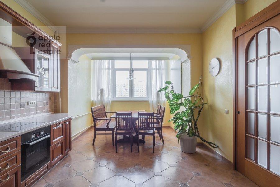 Кухня в 4-комнатной квартире по адресу Архитектора Власова ул. 20