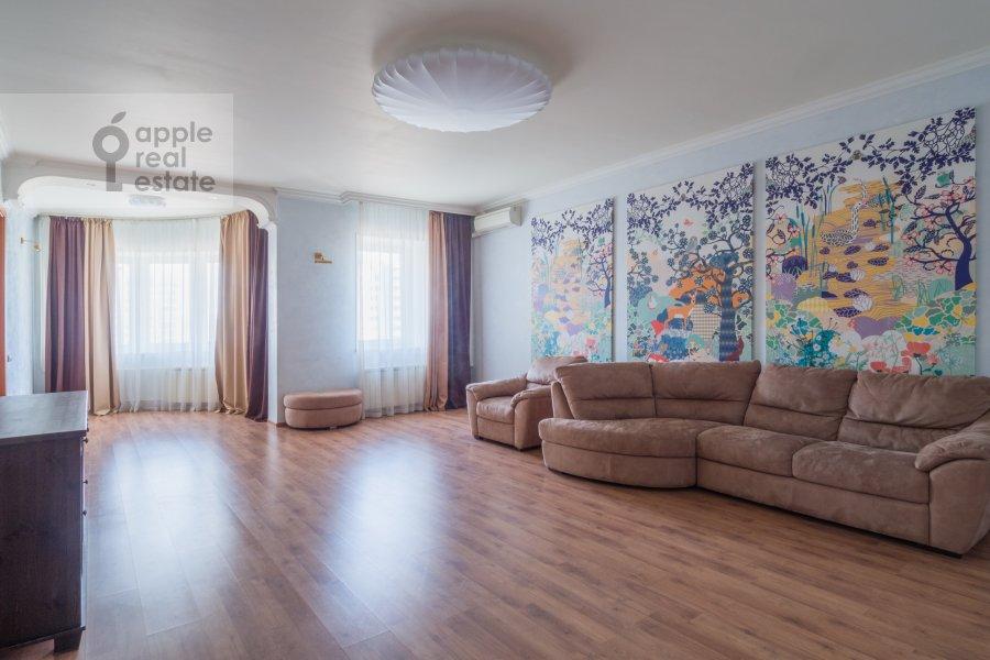 Гостиная в 4-комнатной квартире по адресу Архитектора Власова ул. 20