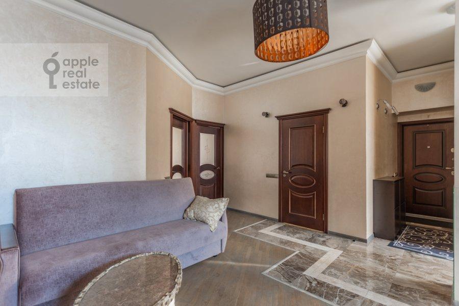 Living room of the 3-room apartment at Novoslobodskaya ul. 71