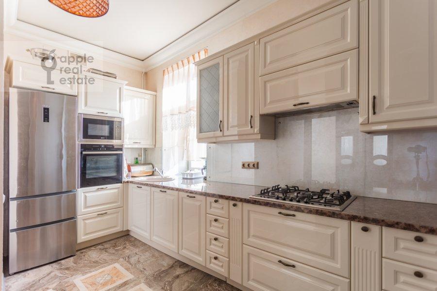 Kitchen of the 3-room apartment at Novoslobodskaya ul. 71
