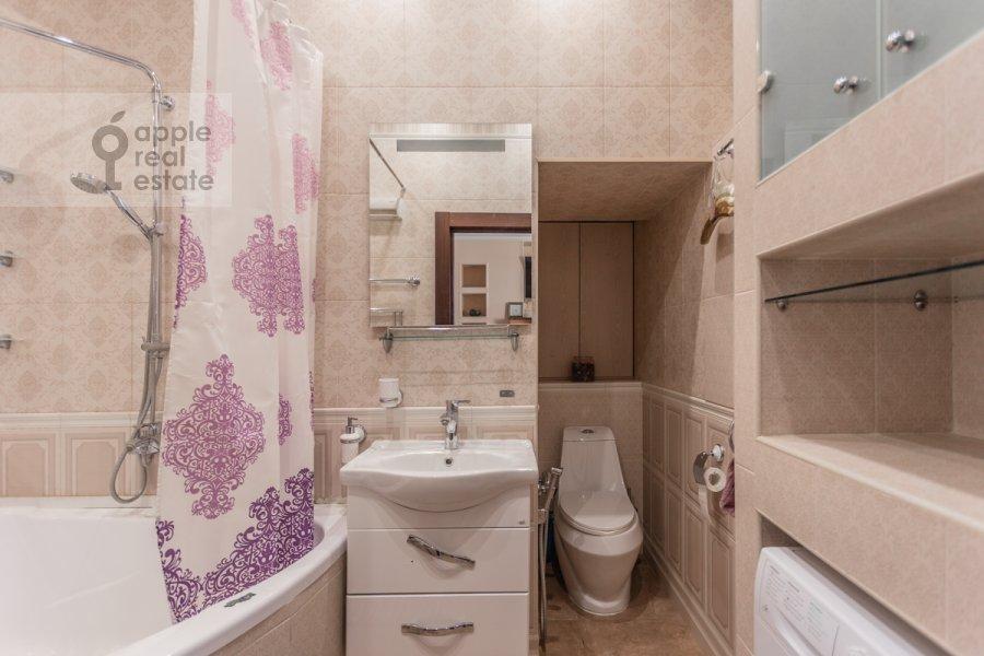 Bathroom of the 3-room apartment at Novoslobodskaya ul. 71