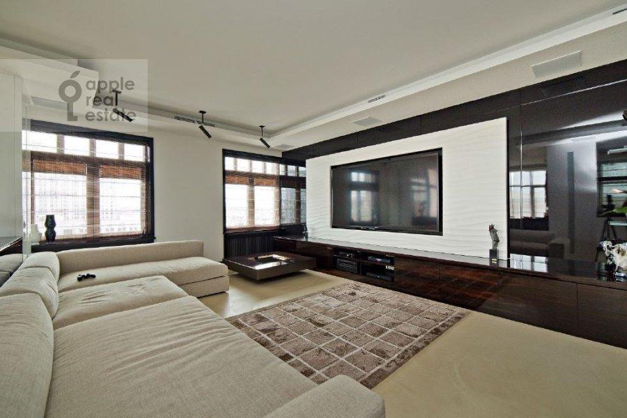 Гостиная в 4-комнатной квартире по адресу переулок Капранова 4