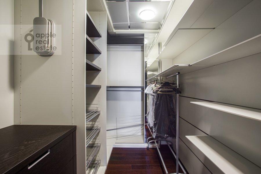 Walk-in closet / Laundry room / Storage room of the 4-room apartment at Malaya Ordynka 13s1