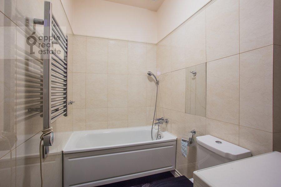 Bathroom of the 4-room apartment at Malaya Ordynka 13s1