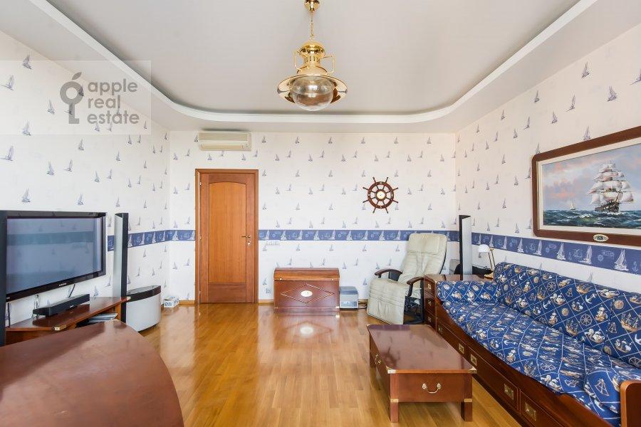 Children's room / Cabinet of the 4-room apartment at Leninskiy prospekt 128k1