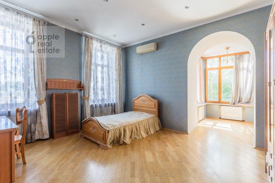 Спальня в 5-комнатной квартире по адресу Серафимовича ул. 2