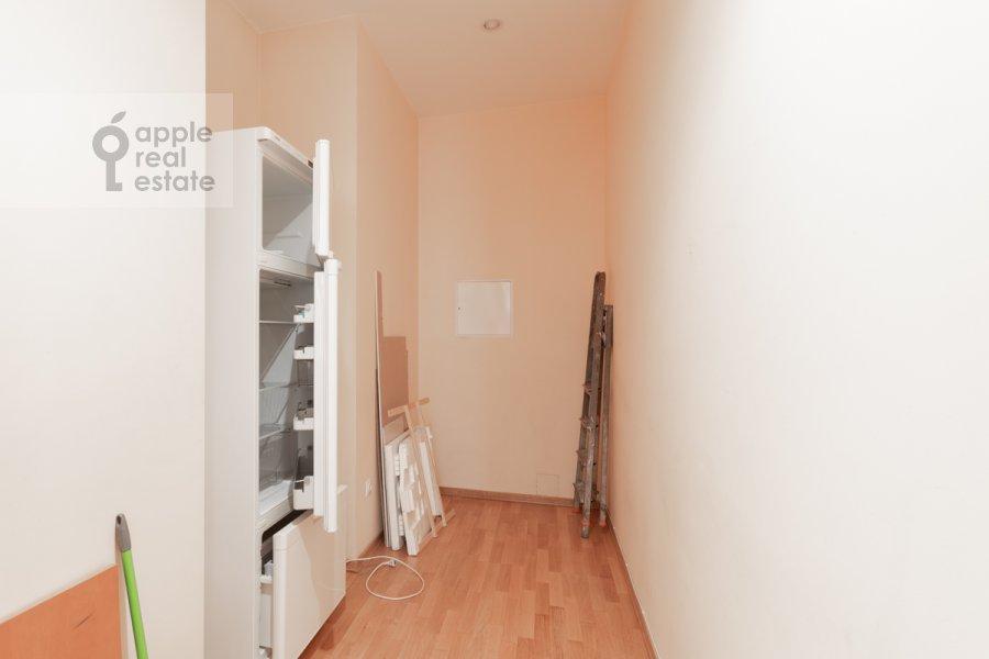 Гардеробная комната / Постирочная комната / Кладовая комната в 5-комнатной квартире по адресу Серафимовича ул. 2