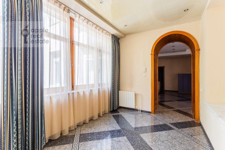 Коридор в 5-комнатной квартире по адресу Серафимовича ул. 2