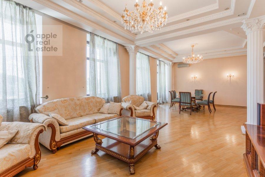 Гостиная в 5-комнатной квартире по адресу Серафимовича ул. 2