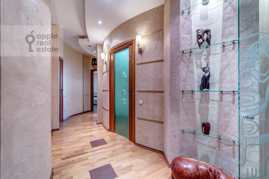 Corridor of the 3-room apartment at Slesarnyy per. 3