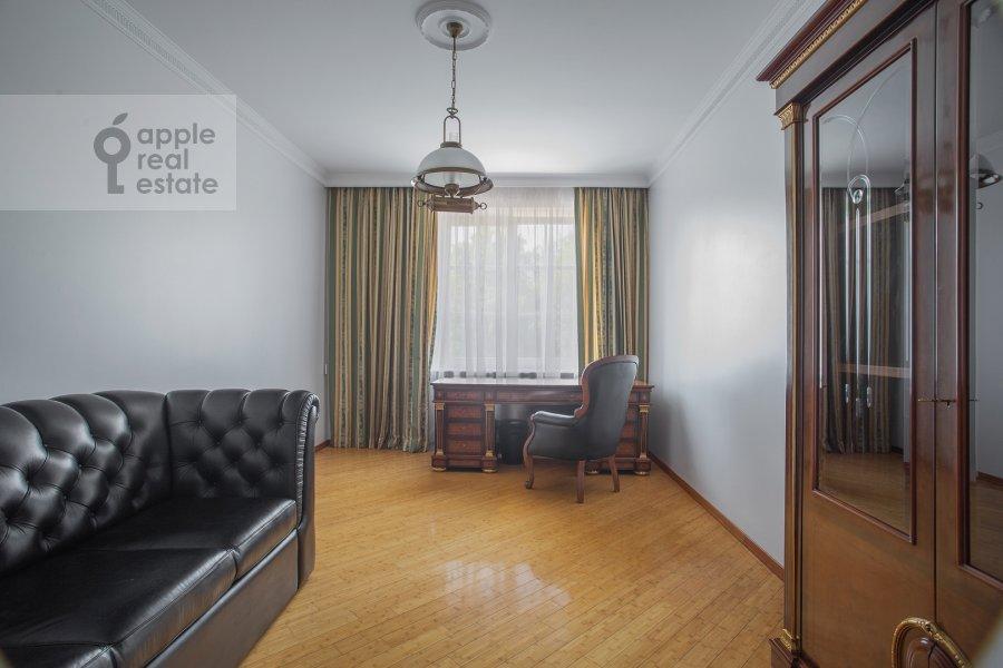 Children's room / Cabinet of the 3-room apartment at Beregovaya ul. 8k1