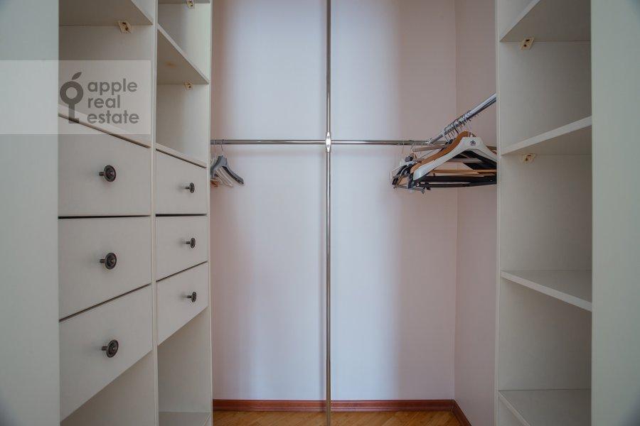 Walk-in closet / Laundry room / Storage room of the 3-room apartment at Beregovaya ul. 8k1