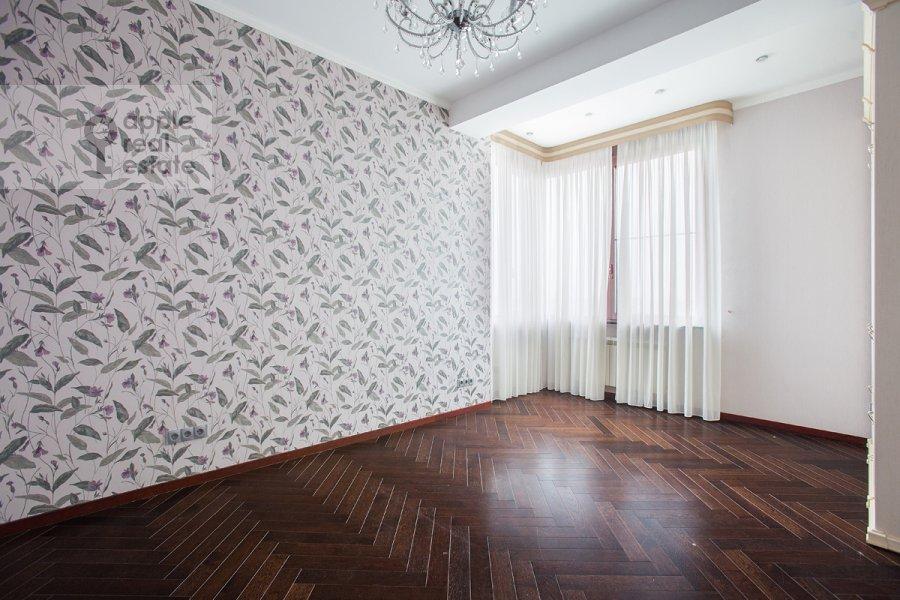 Bedroom of the 4-room apartment at Oktyabr'skiy pereulok 5