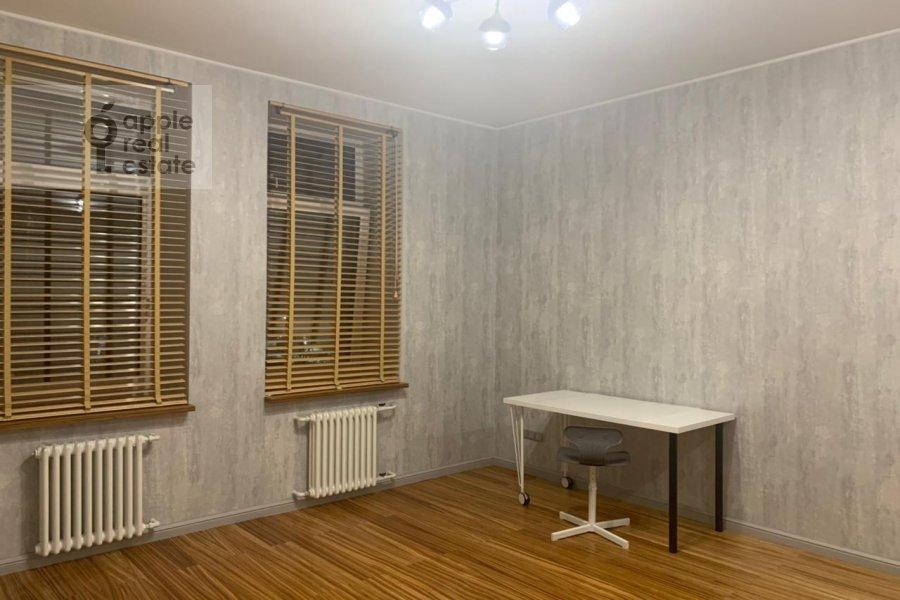 Children's room / Cabinet of the 3-room apartment at Gilyarovskogo 50
