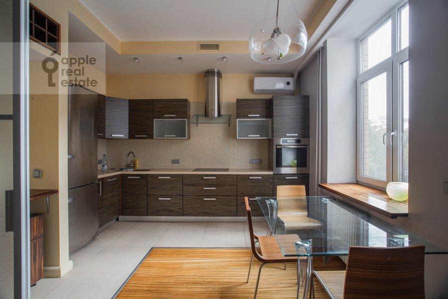 Kitchen of the 3-room apartment at Gilyarovskogo 50