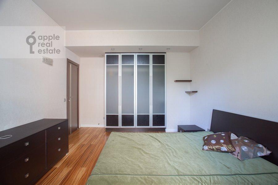 Bedroom of the 3-room apartment at Gilyarovskogo 50