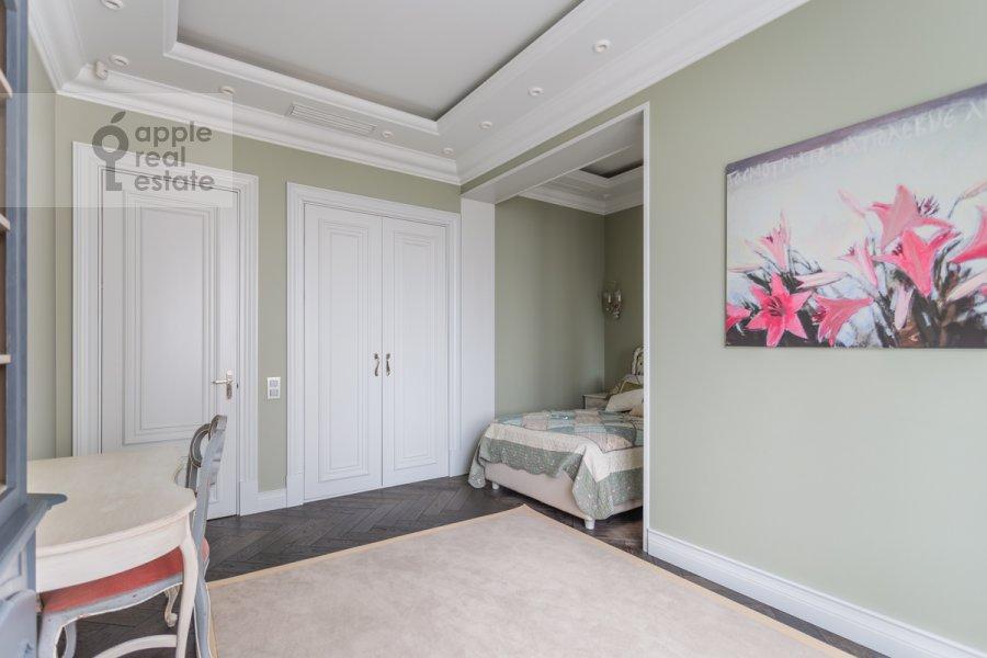 Children's room / Cabinet of the 4-room apartment at Novyy Arbat ul. 27