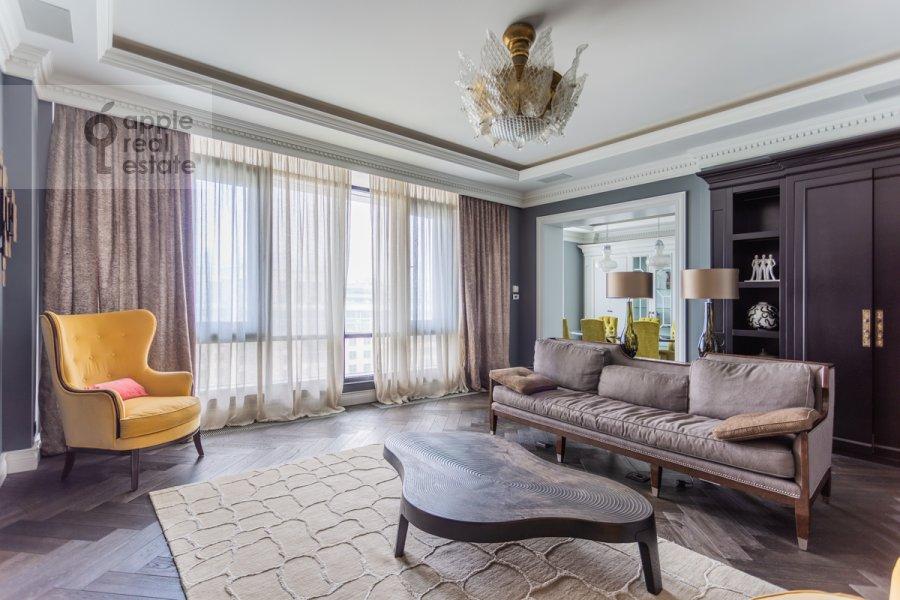 Living room of the 4-room apartment at Novyy Arbat ul. 27