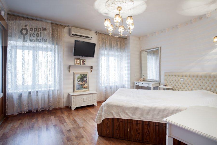 Спальня в 4-комнатной квартире по адресу набережная Тараса Шевченко 1