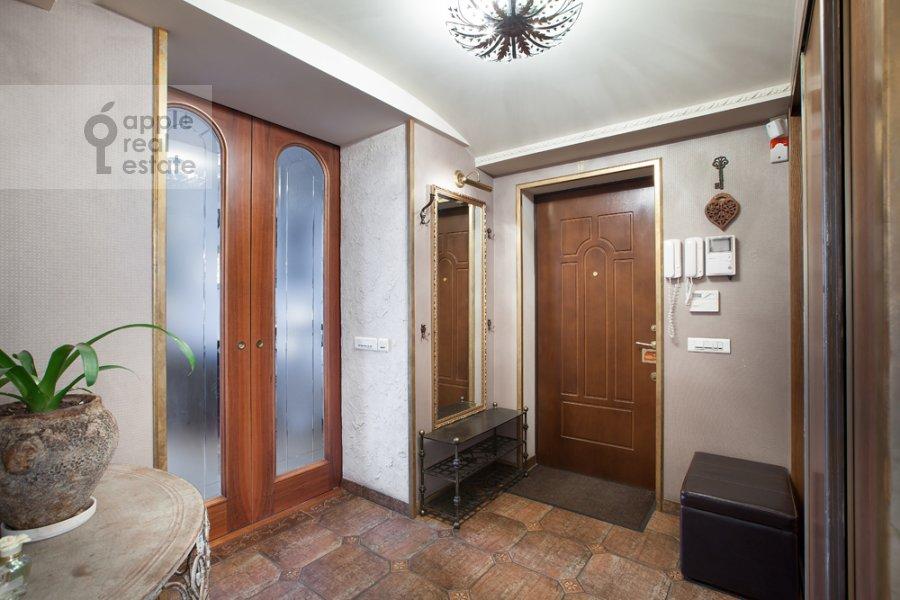 Коридор в 4-комнатной квартире по адресу набережная Тараса Шевченко 1