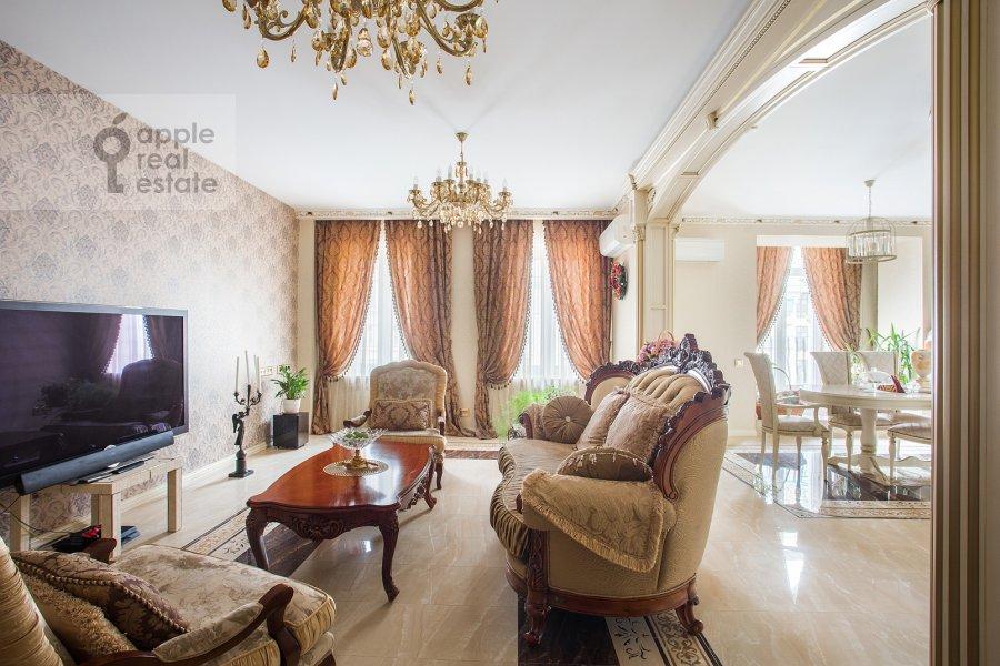 Living room of the 5-room apartment at Tverskaya ulitsa 27s1