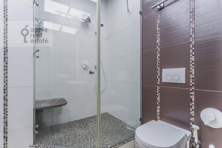 Bathroom of the studio apartment at Serafimovicha ul. 2