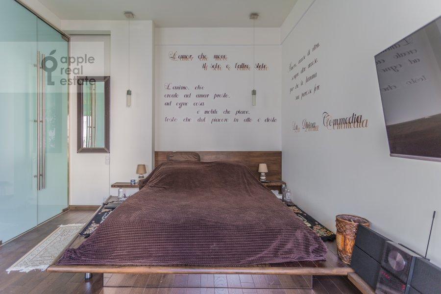 Bedroom of the studio apartment at Serafimovicha ul. 2