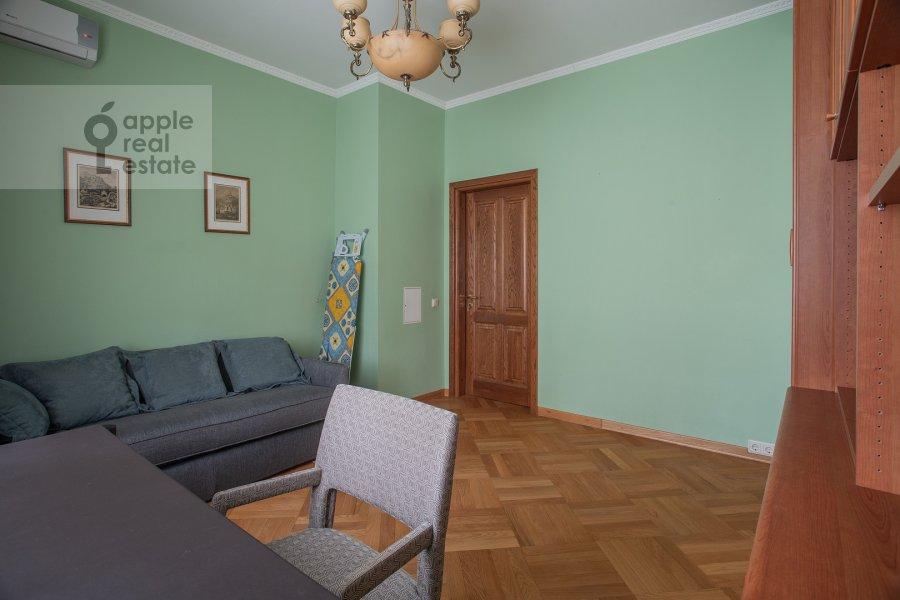 Children's room / Cabinet of the 4-room apartment at 3-ya Tverskaya-Yamskaya ulitsa 44