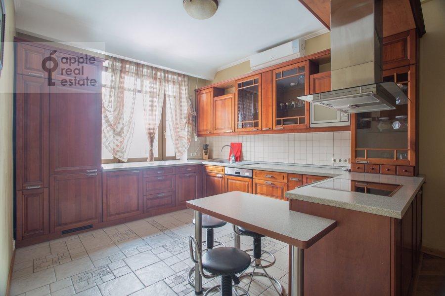 Kitchen of the 4-room apartment at 3-ya Tverskaya-Yamskaya ulitsa 44