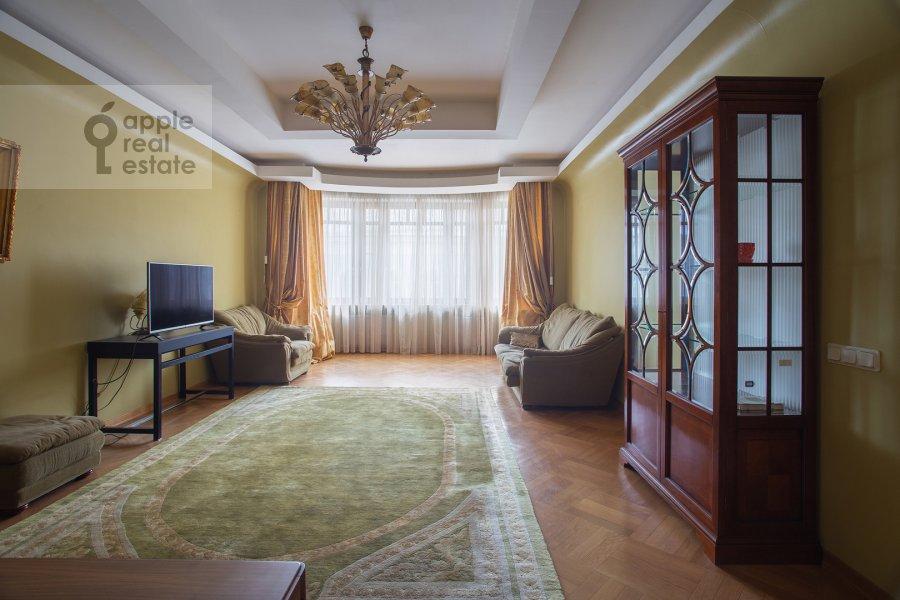 Living room of the 4-room apartment at 3-ya Tverskaya-Yamskaya ulitsa 44