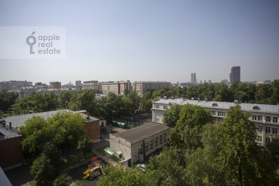Вид из окна в 4-комнатной квартире по адресу Тихвинская ул. 39