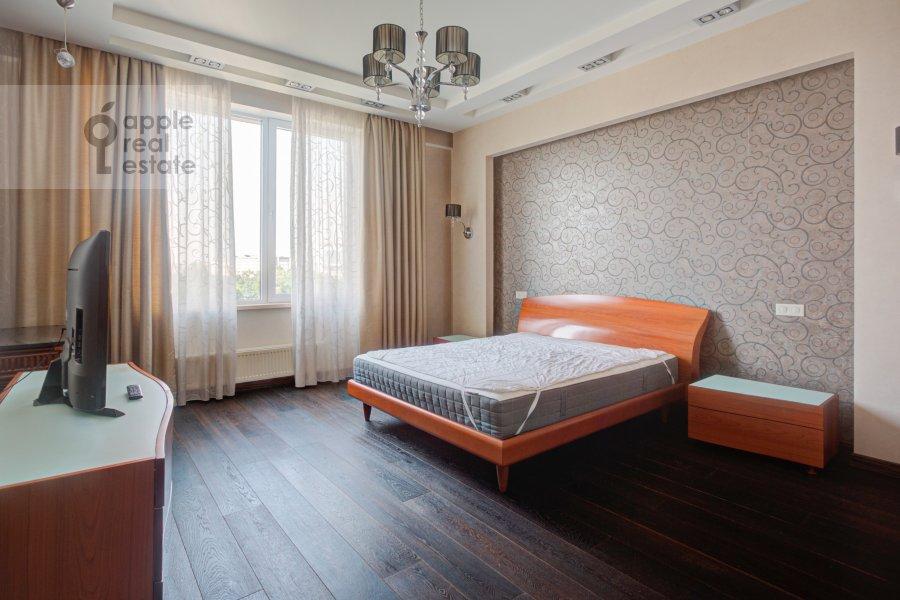 Спальня в 4-комнатной квартире по адресу Тихвинская ул. 39