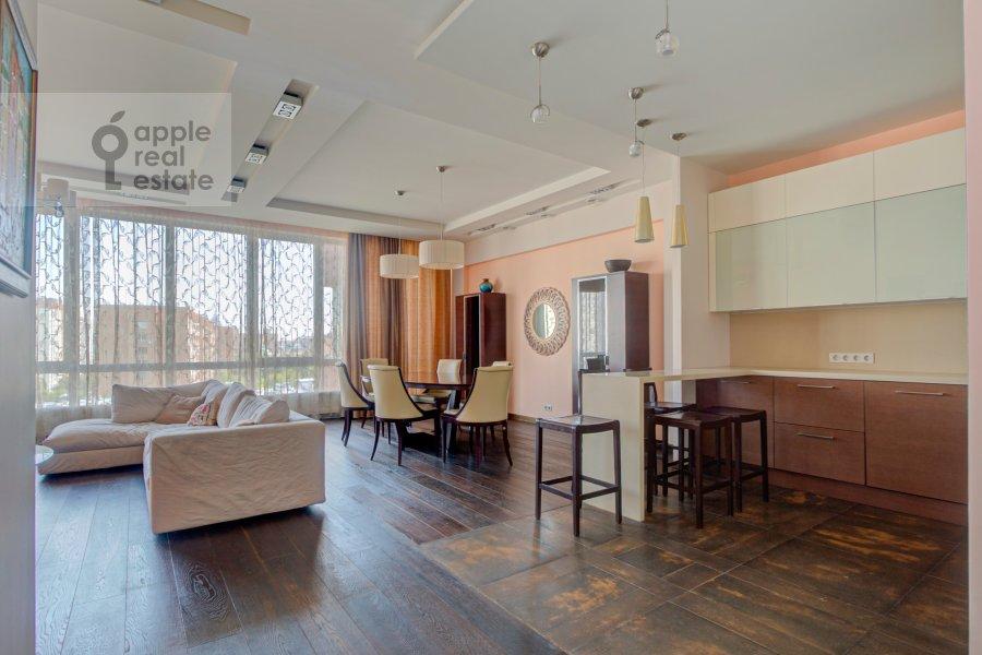 Кухня в 4-комнатной квартире по адресу Тихвинская ул. 39