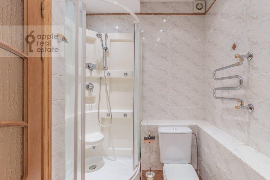 Bathroom of the 3-room apartment at Molodogvardeyskaya ulitsa 4k1