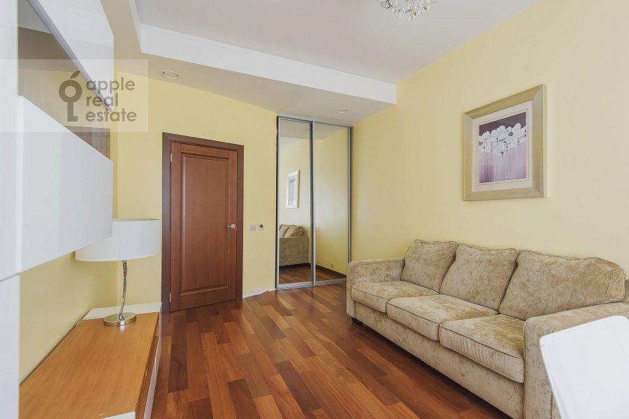 Children's room / Cabinet of the 4-room apartment at Mytnaya ulitsa 7s1