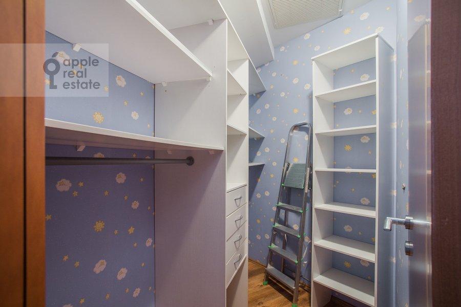 Walk-in closet / Laundry room / Storage room of the 4-room apartment at Aviatsionnaya ulitsa 79V